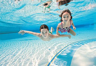 夏天游泳要小心 离开泳池还可能发生干性溺水